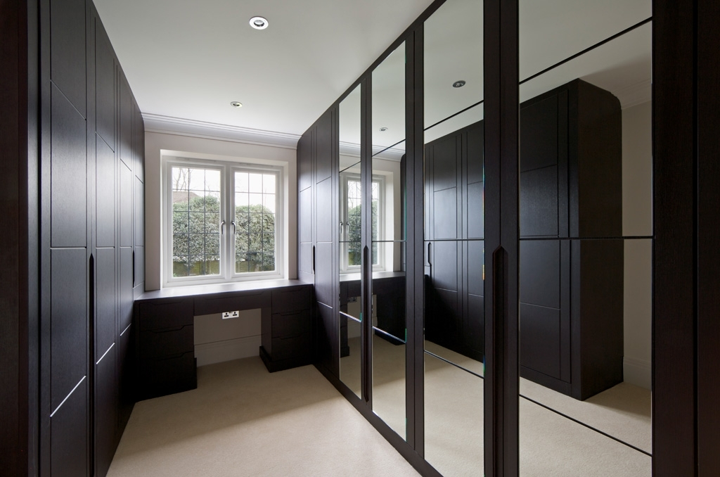 Featured Photo of Dark Wardrobes