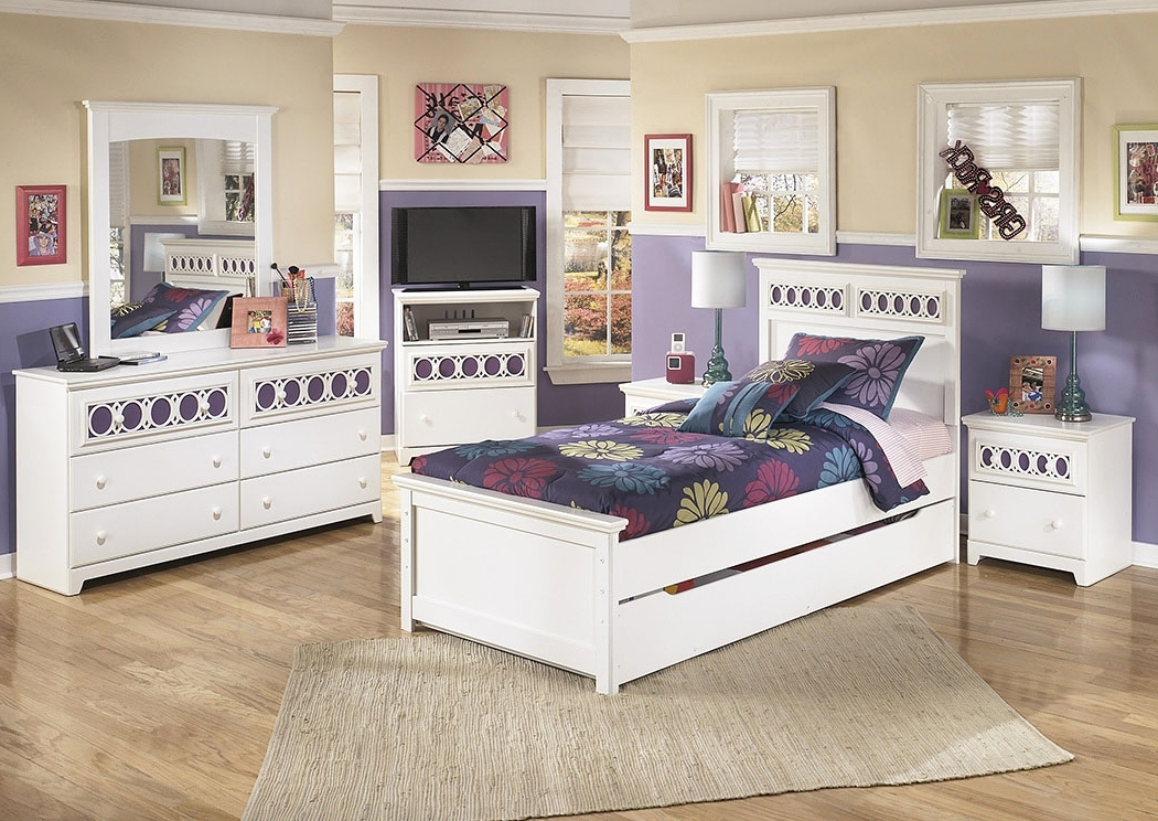 Zayley Full Bed Bookcases With Fashionable Furniture Plus Zayley Twin Panel Bed (View 13 of 15)