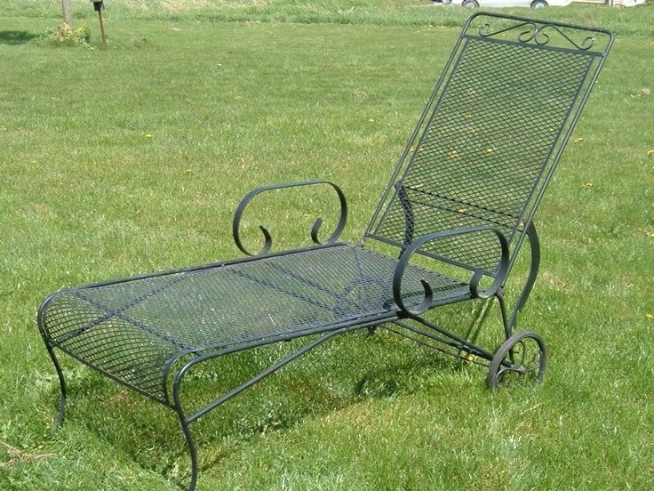 2017 19 Best Vintage Metal Bouncy Chairs And Patio Furniture Images On Intended For Vintage Outdoor Chaise Lounge Chairs (View 2 of 15)