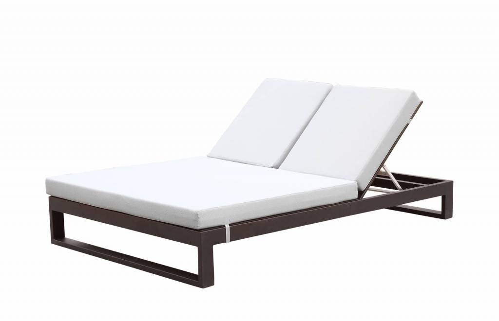 2017 Outdoor Double Chaises Within Amber Modern Outdoor Double Chaise Lounge (View 1 of 15)