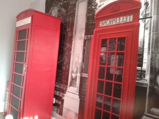 2018 Telephone Box Wardrobes For The London Room – Wallpaper And Telephone Box Themed Wardrobe (View 1 of 15)