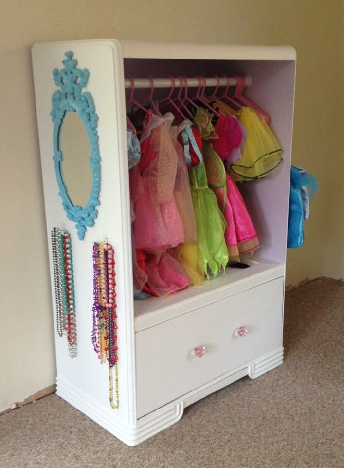 26 Ideas For The Ultimate Disney Princess Bedroom (View 3 of 15)