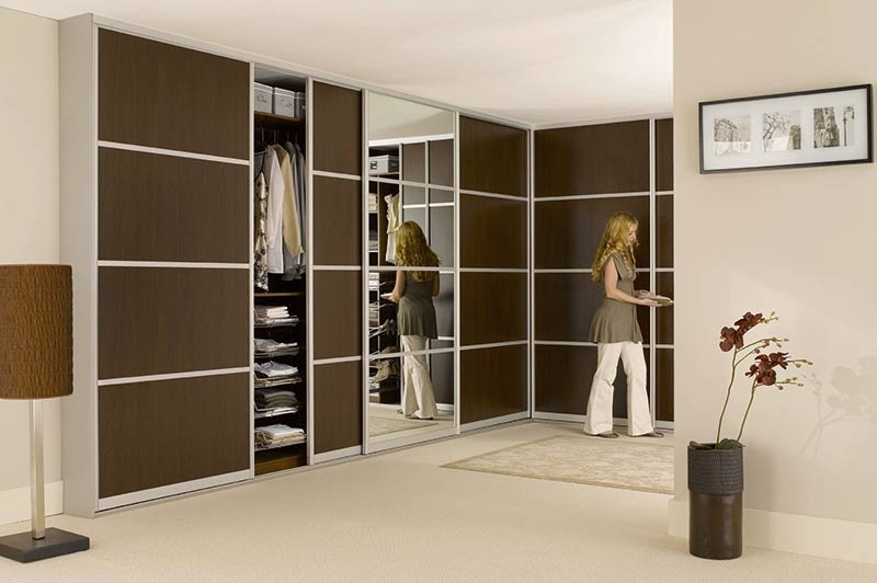 Bedrooms With Most Recently Released Dark Brown Wardrobes (View 1 of 15)