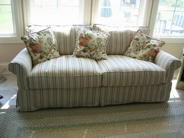 Best And Newest Make Your Living Room Stylish With A Shab Chic Couch Chic Shabby For Shabby Chic Sofas (View 1 of 10)