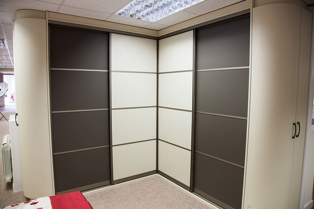 Corner Wardrobes In Popular Corner Wardrobes In Lincoln – Robes & Rails (View 2 of 15)