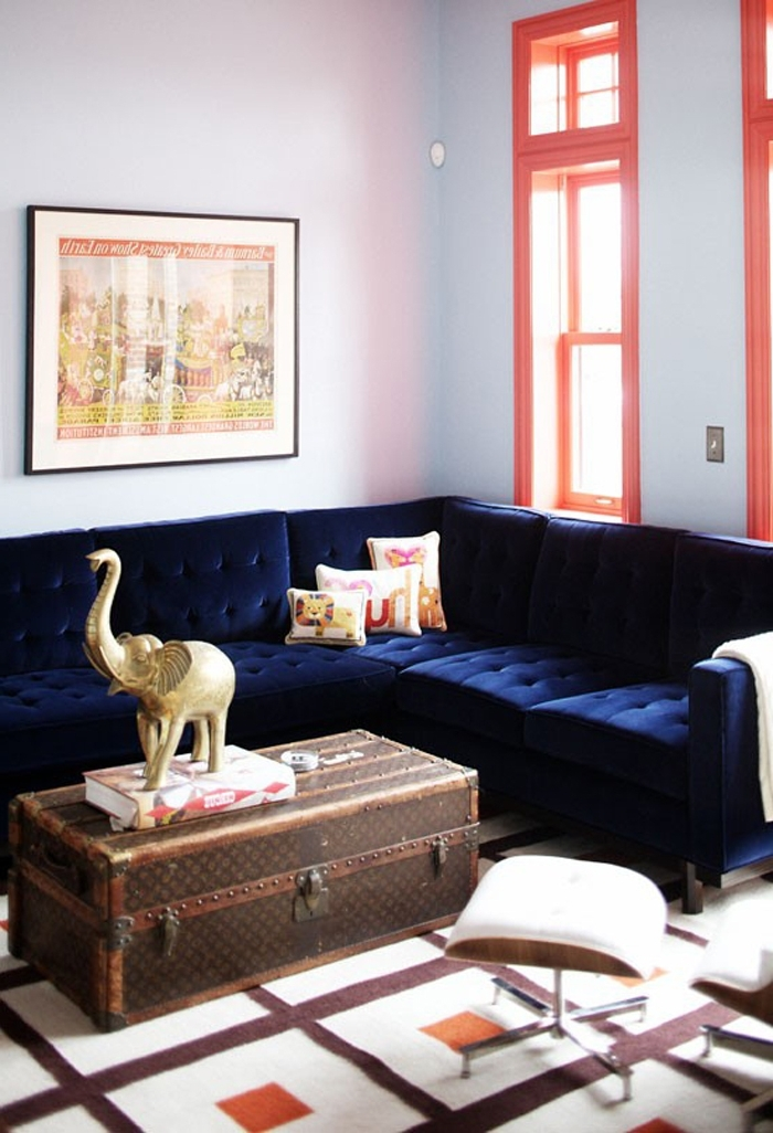 Dark Blue Sofas Pertaining To Well Known 21 Different Style To Decorate Home With Blue Velvet Sofa (View 3 of 10)