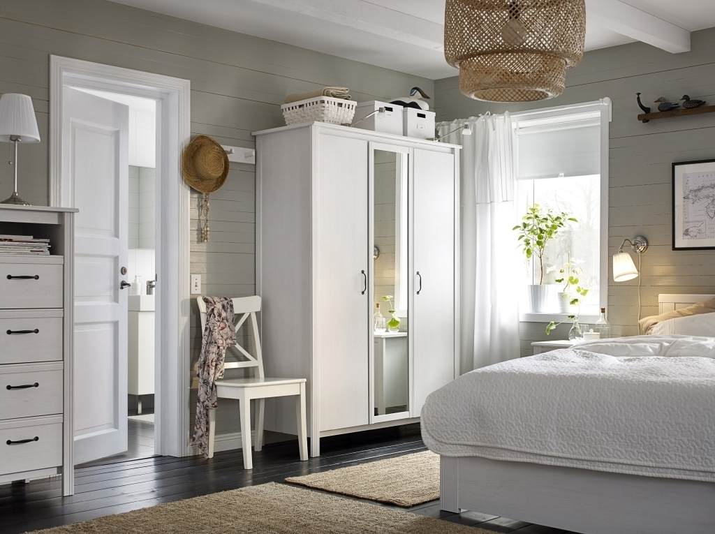 Fashionable White Bedroom Wardrobes Throughout White Bedroom Wardrobe (View 4 of 15)