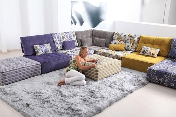 Floor Cushion Sofas With Famous Modern Interiors (View 5 of 10)