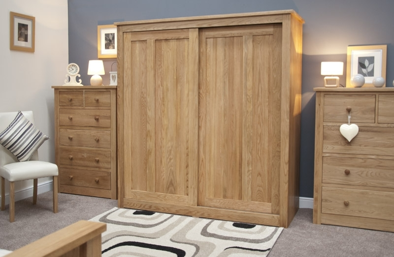 Oak Large Triple Wardrobe Sliding Doors Throughout Current Triple Oak Wardrobes (View 7 of 15)