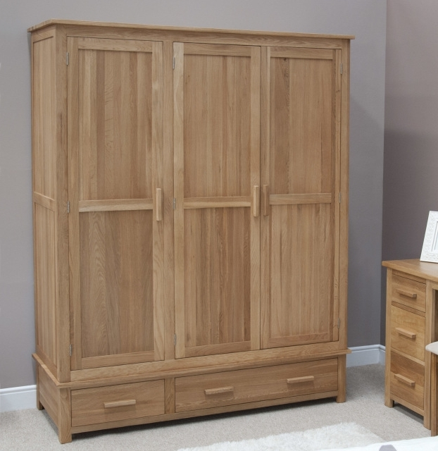 Oak Wardrobes Pertaining To 2018 Triple Oak Wardrobes (View 8 of 15)