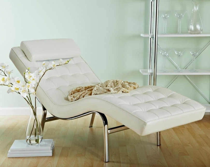 Recent White Leather Chaises Pertaining To 20 Top Stylish And Comfortable Living Room Chairs (View 8 of 15)
