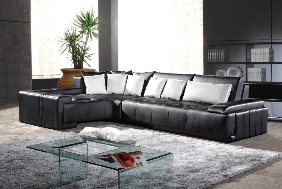 Stylish Leather Sectional Sofa With Throw Pillows Puerto Rico With Regard To Latest St Louis Sectional Sofas (View 7 of 10)