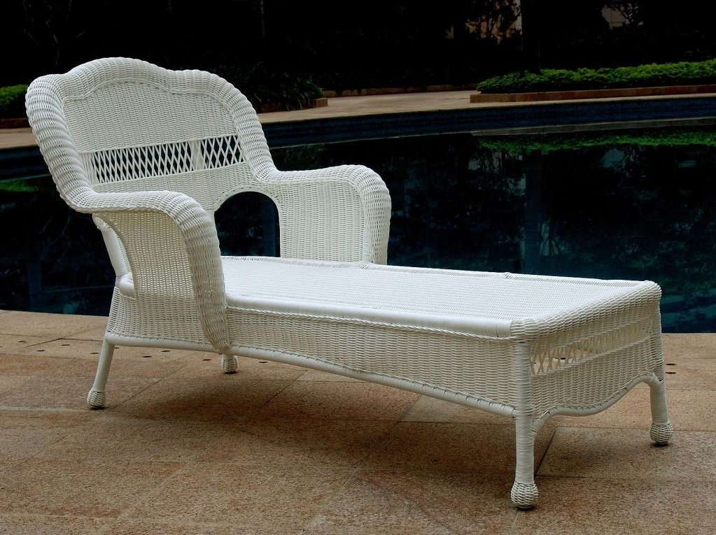 Trendy Wicker Chaise Lounge Chairs For Outdoor With Regard To White Wicker Lounge Chair — Bed And Shower : Trends Wicker Lounge (View 12 of 15)