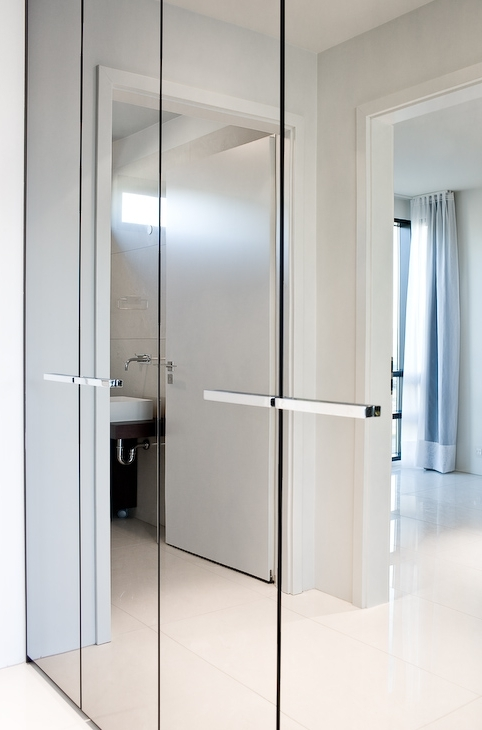 Widely Used Bright And Luminous, Luxury Apartmentt18 With Mirrored In Wardrobes With Mirror (View 6 of 15)