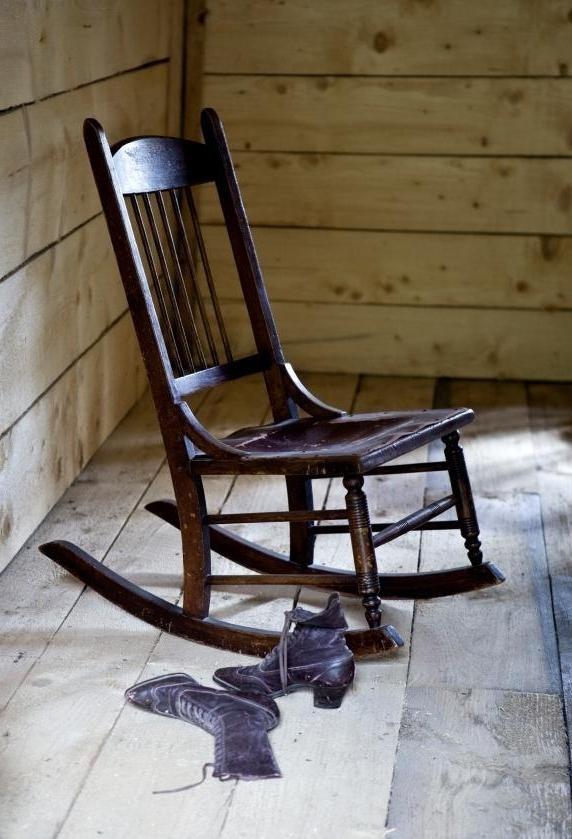 Current Old Fashioned Rocking Chairs Within Identifying Old Rocking Chairs (View 4 of 20)