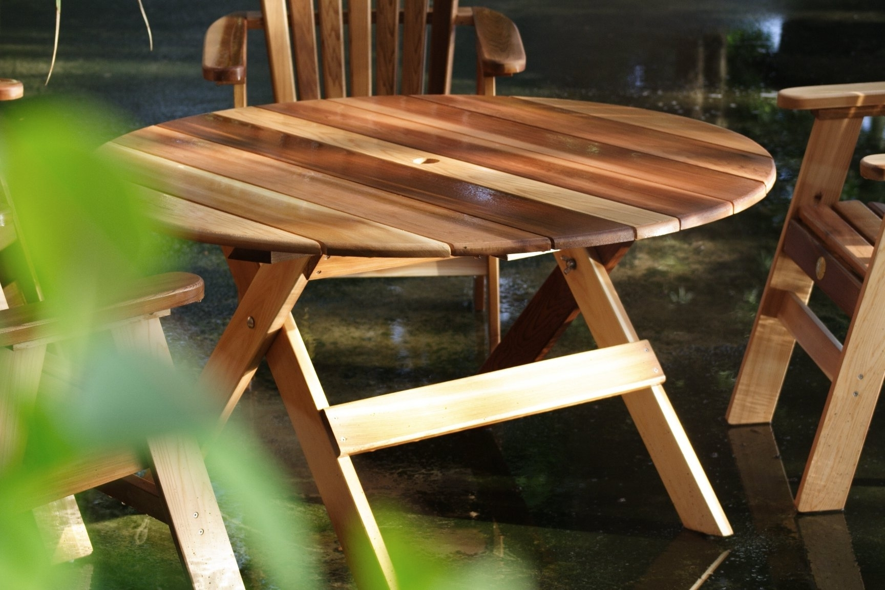 Charlton Home Macie Round Wooden Dining Table (View 3 of 20)