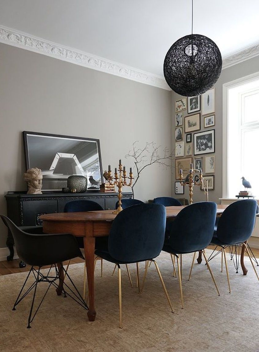 Latest 15 Astounding Oval Dining Tables For Your Modern Dining Room (View 19 of 20)