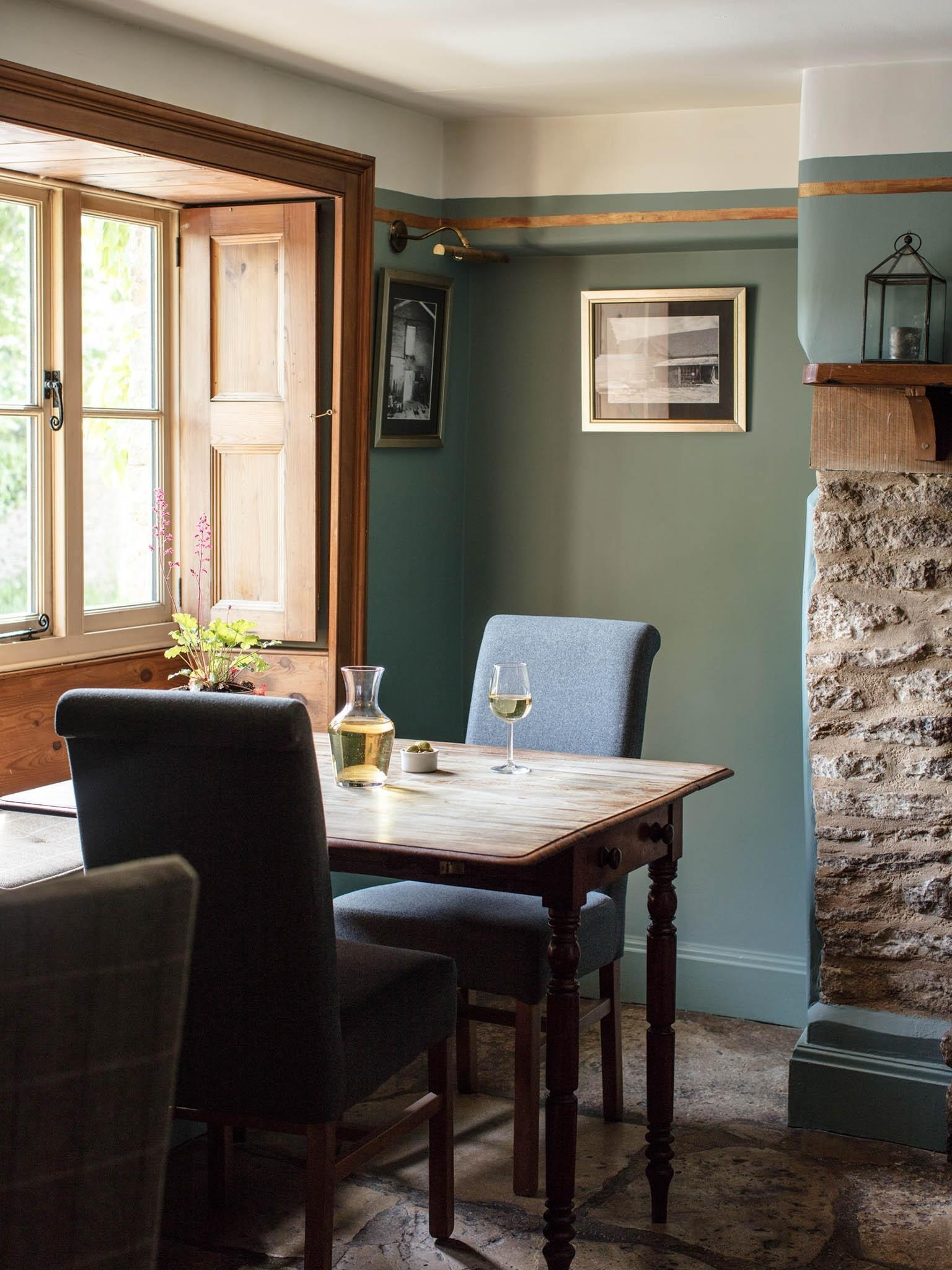 The Swan, Southrop, Restaurant Review: Do Village Pubs Come More Intended For Most Up To Date Celler Teal Side Chairs (View 16 of 20)