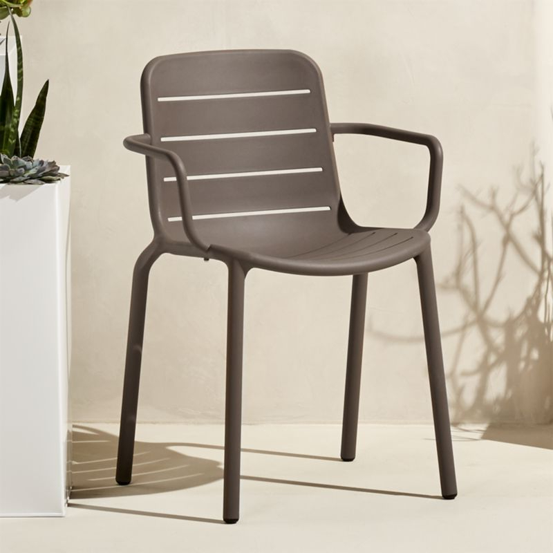 Best And Newest Modern Plastic Chairs (View 11 of 20)