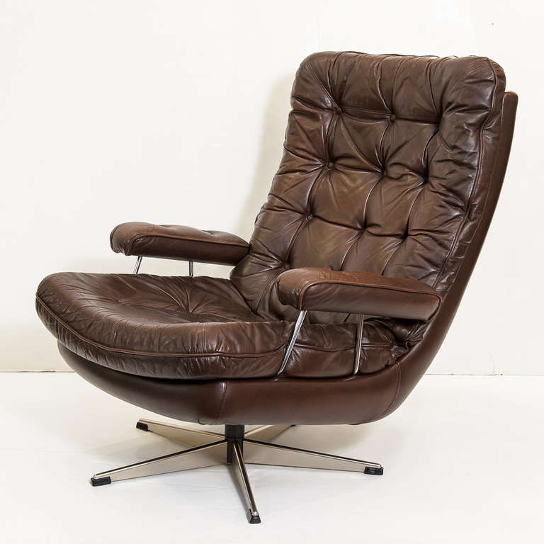 Famous Danish Swivel Lounge Chair Of Tufted Leather For Sale At 1stdibs Inside Chocolate Brown Leather Tufted Swivel Chairs (View 5 of 20)