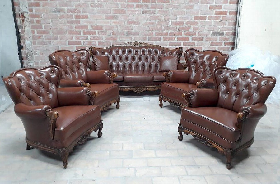 Popular Antique Vintage Classic Victoria Chesterfield Sofa And Four Wing With Chesterfield Sofa And Chairs (View 4 of 20)