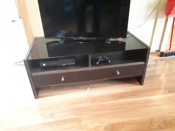 Fashionable Solid Wooden Tv Stand With Black Glass Top Duncan, Cowichan Inside Solid Wood Black Tv Stands (View 10 of 20)
