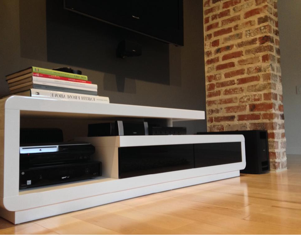 Favorite Modern White Lacquer Tv Stands In D3033 Modern White Lacquer Tv Stand (View 8 of 20)