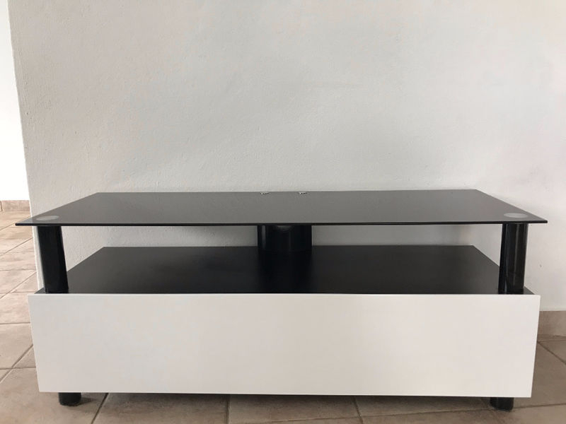 Well Known White Lacquer And Black Glass Tv Stand – Furniture And Decoration Intended For Black Glass Tv Stands (View 13 of 20)