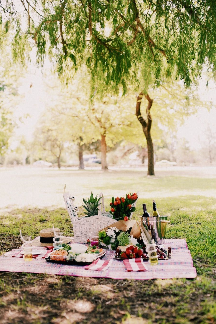 Trendy Picnic Style, Beautiful Picnic Set Up, Mom & Son Style, Alexa Chung Regarding Pratiksha Sonoma 5 Piece Dining Sets (View 17 of 20)