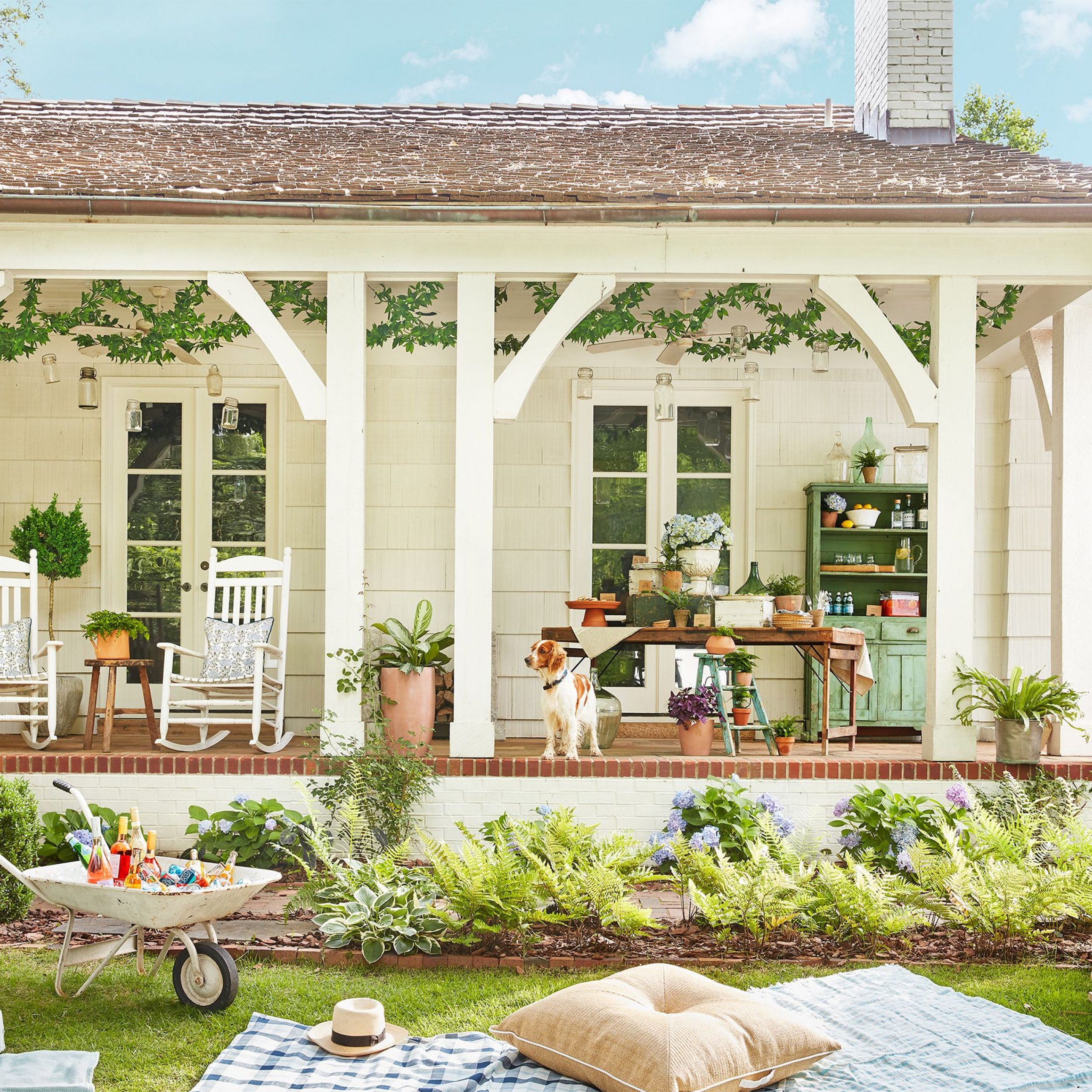 28 Charming Front Porch Ideas – Chic Porch Design And Inside Well Liked Lamp Outdoor Porch Swings (View 23 of 30)