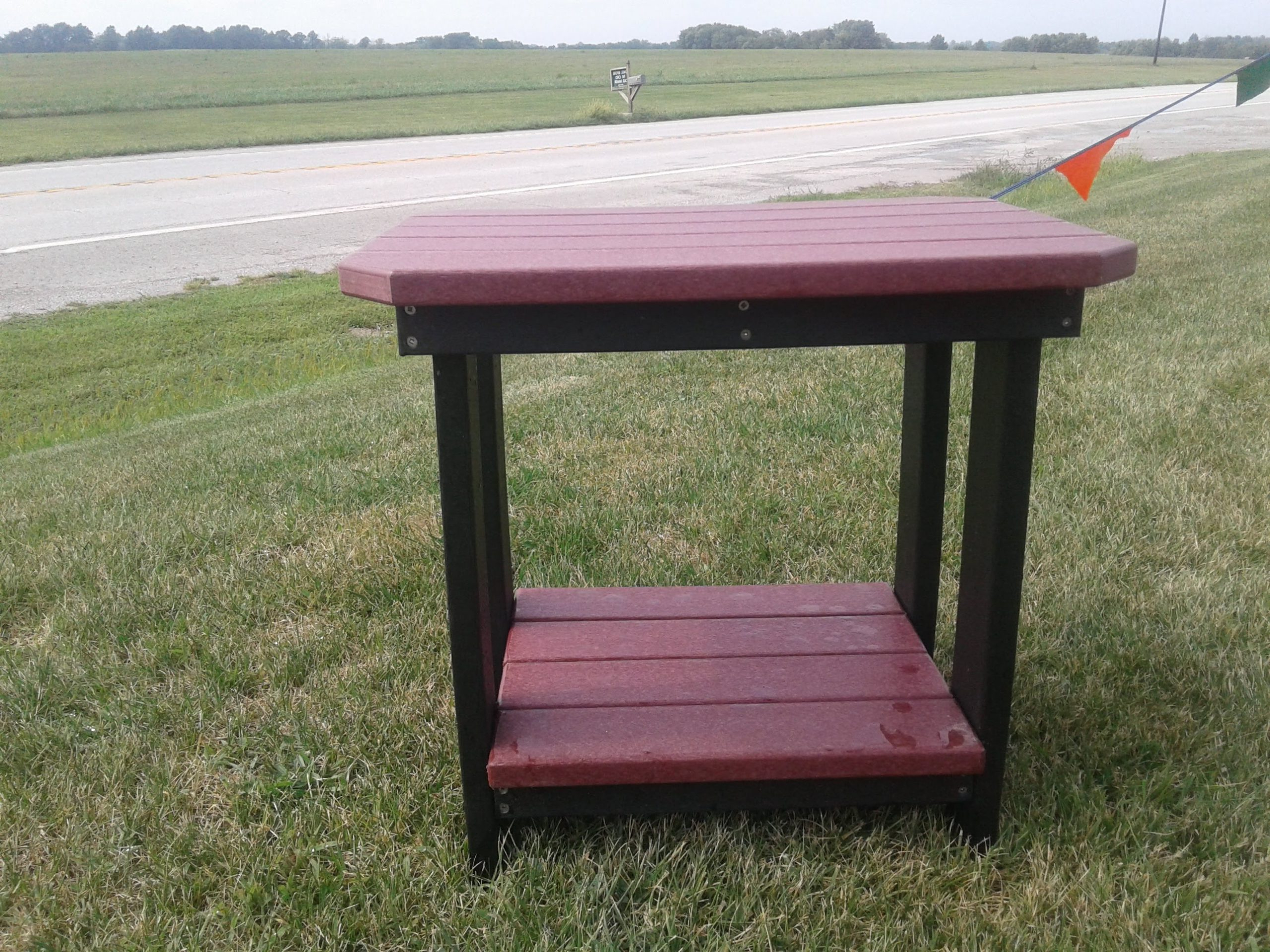 Accent Table With Regard To 2020 Speckled Glider Benches (View 21 of 30)