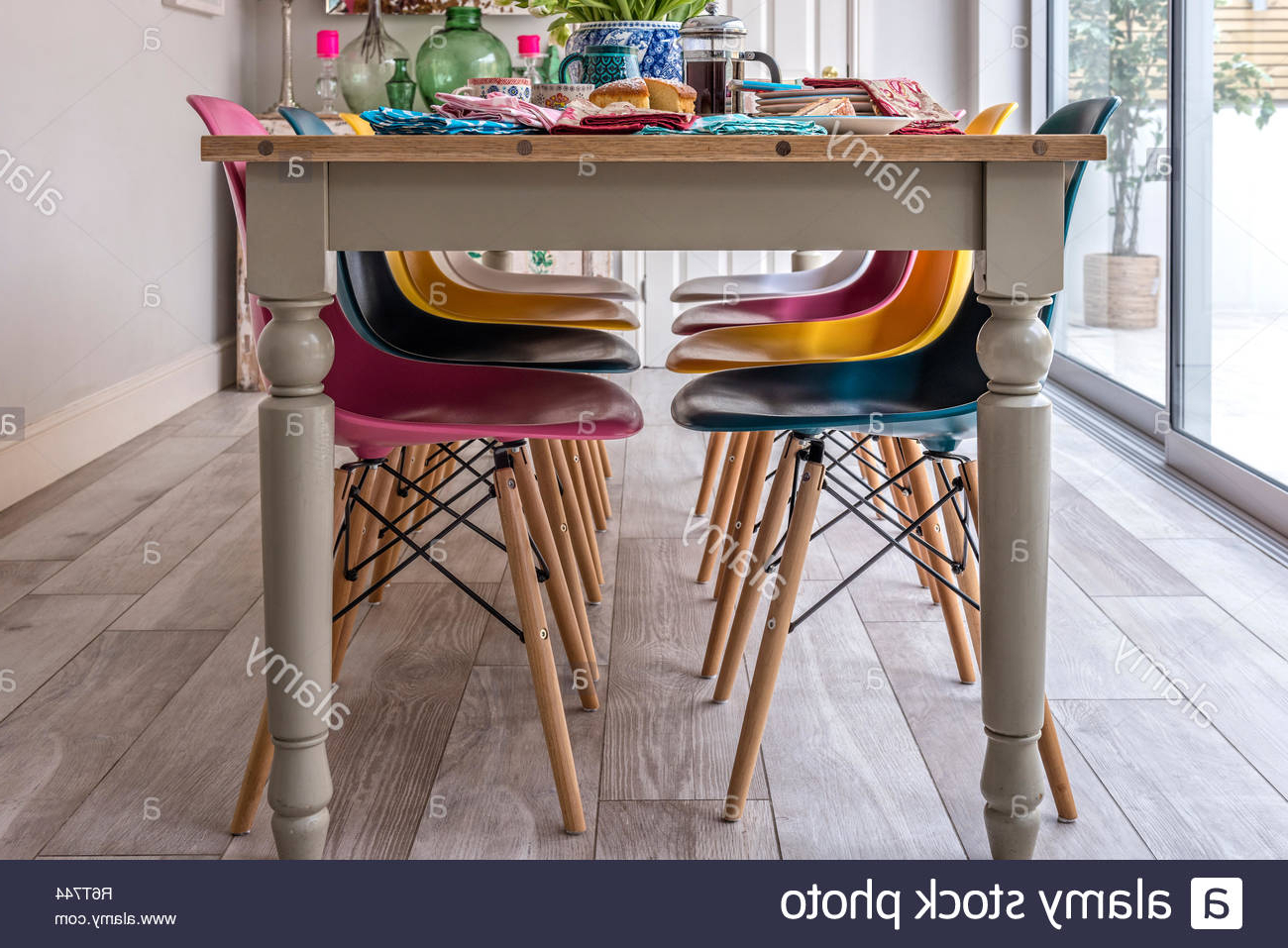 Eames Style Dining Tables With Wooden Legs With Favorite Dsw Dining Chair Stock Photos & Dsw Dining Chair Stock (View 11 of 30)
