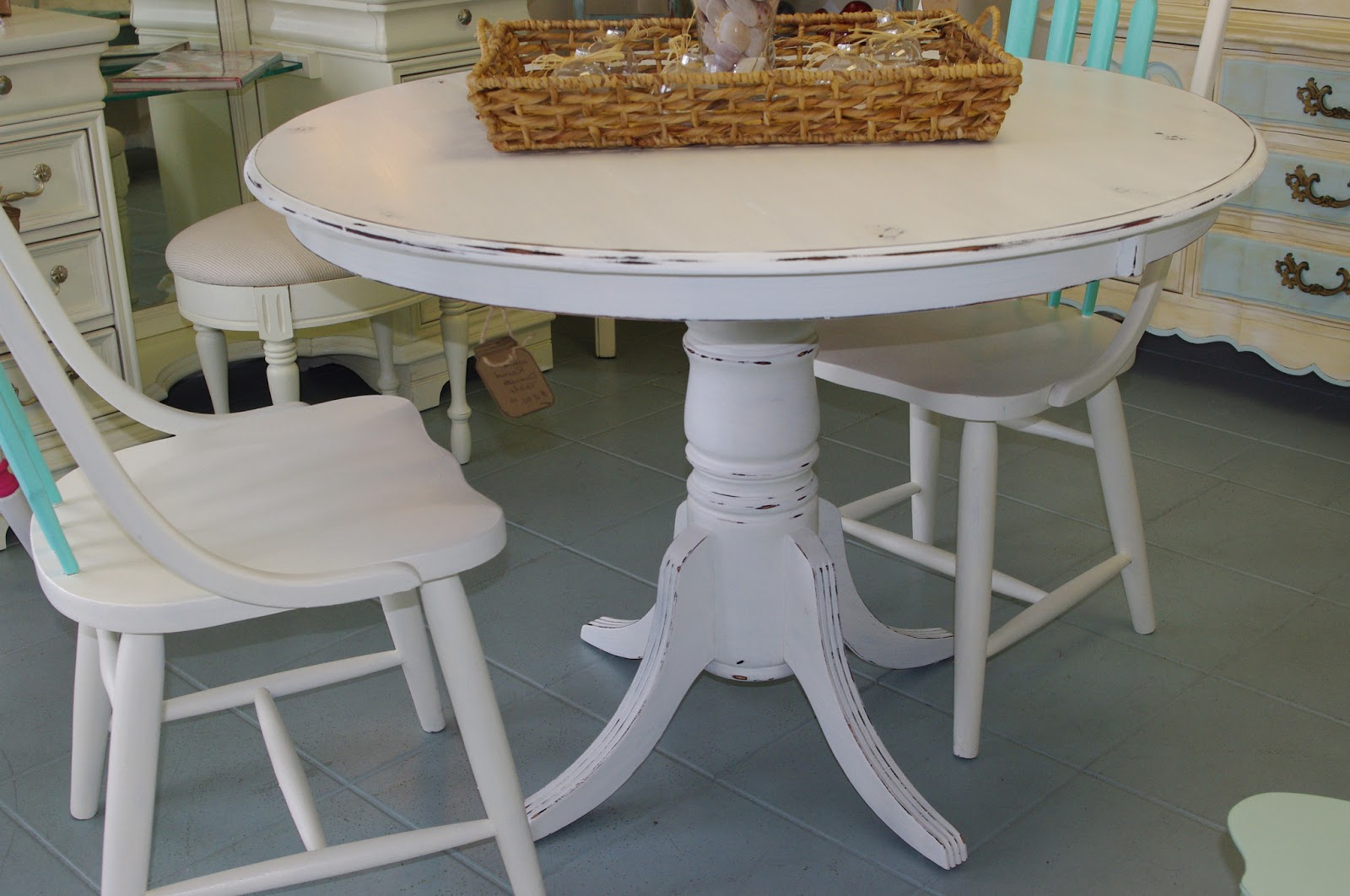 Favorite Elegance Small Round Dining Tables For White Distressed Round Dining Table (Gallery 12 of 30)
