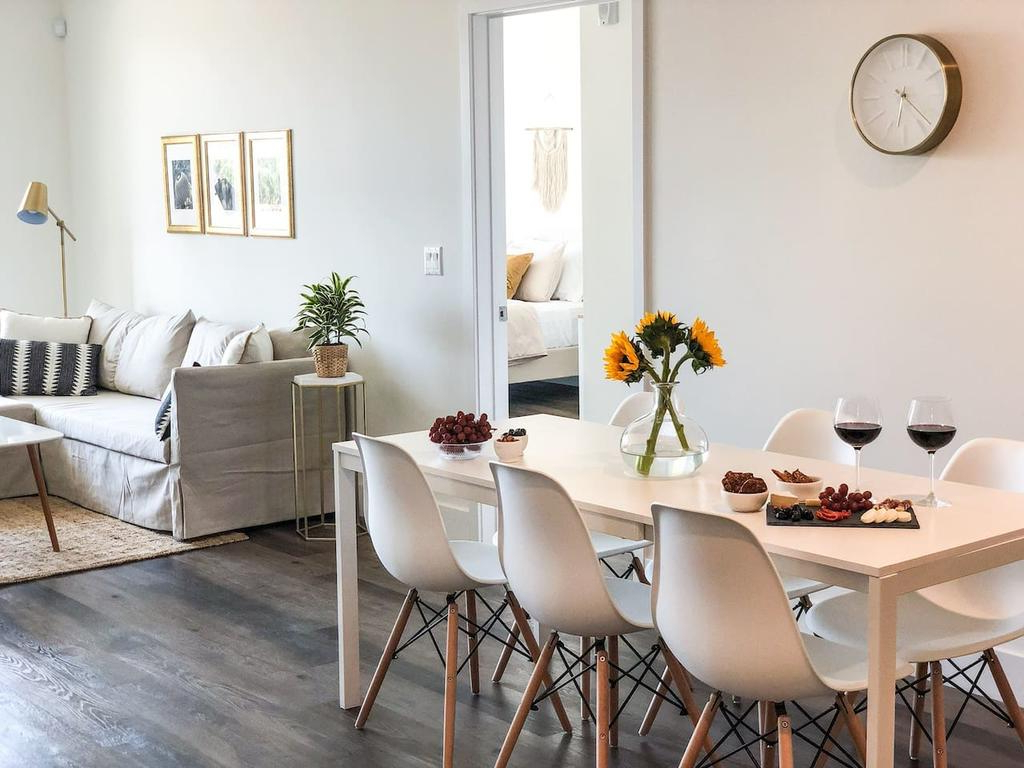 Modern & Chic Luxury Condo (3 Bed+2 Bath), Los Angeles, Ca Within Favorite Glass Top Condo Dining Tables (View 18 of 30)