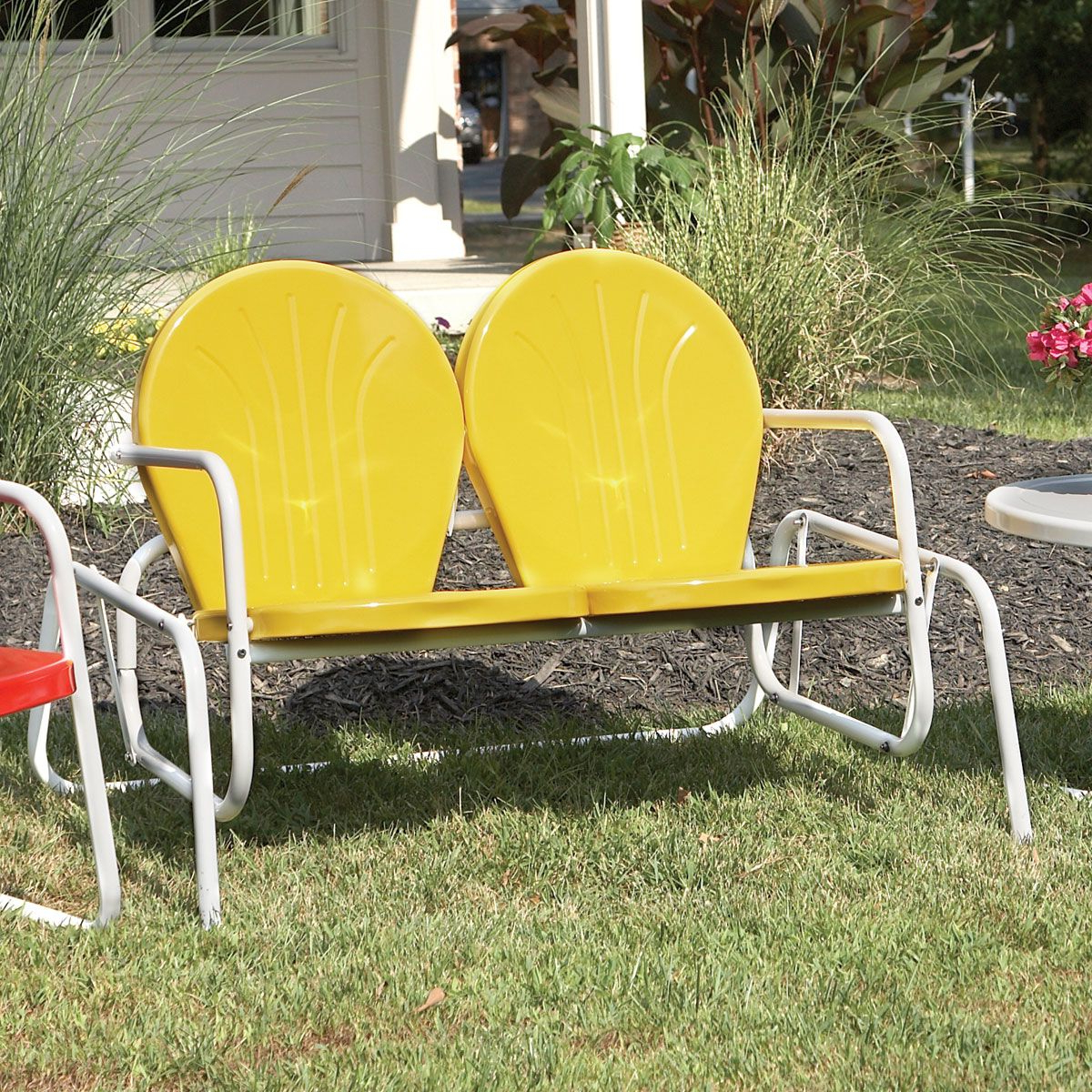 Vintage Metal Chairs Outdoor (Gallery 6 of 30)