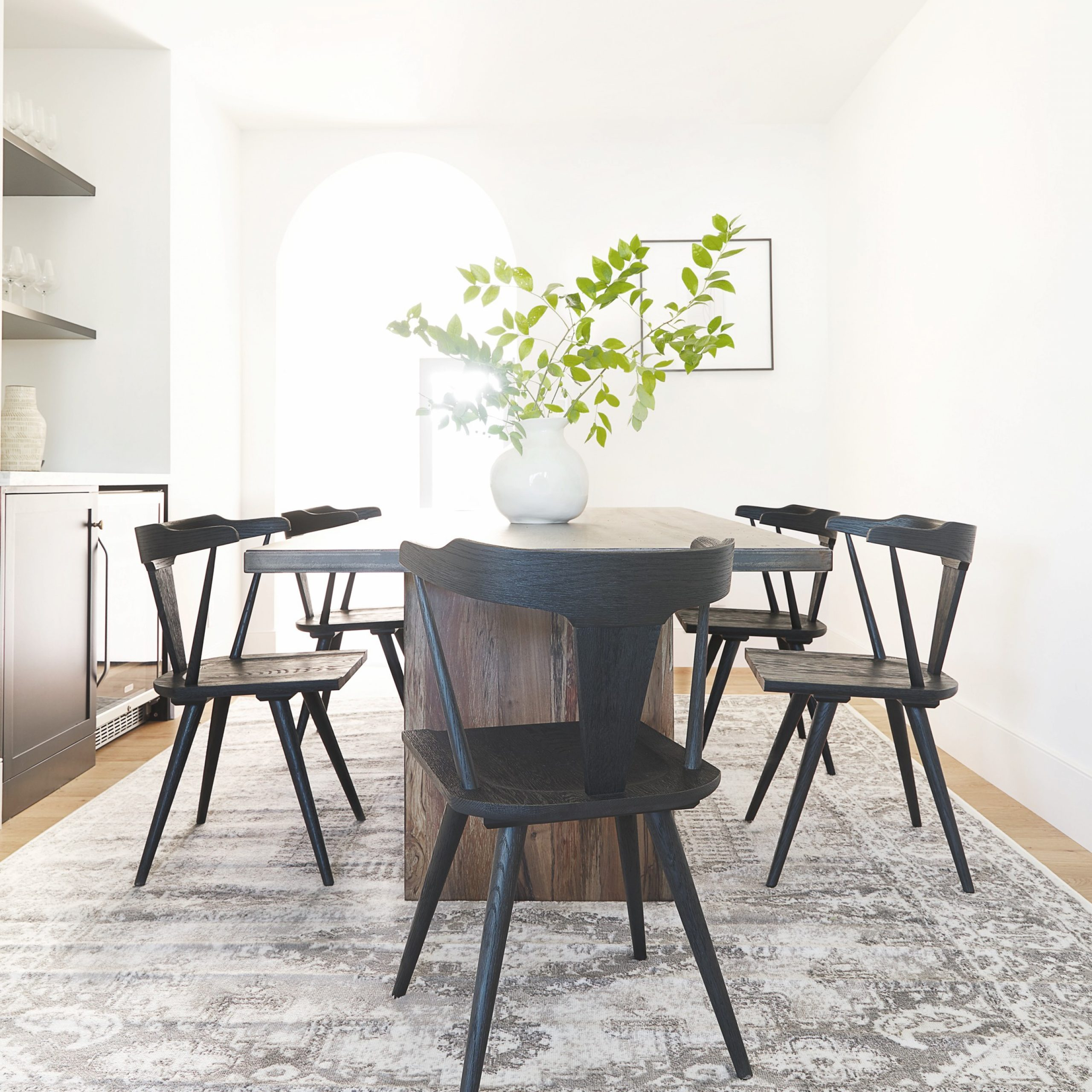 Well Known Morris Round Dining Tables With Regard To Stories – Styling Series: How To Pair Dining Tables And Chairs (View 12 of 30)