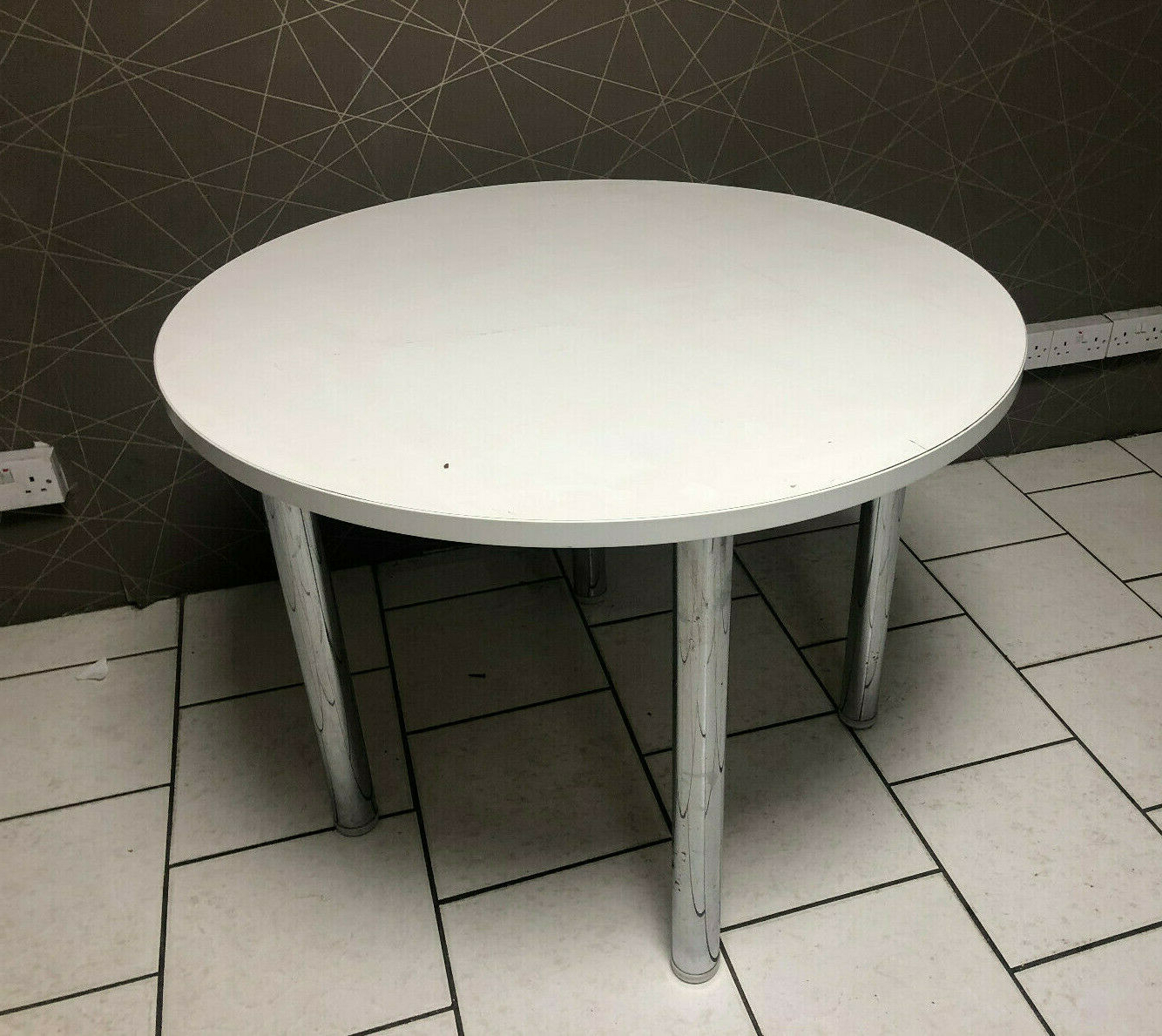 Xd White Round 4 Seater Dining Room Bistro Table Canteen 100Cm Desk Chrome Legs Intended For Fashionable 4 Seater Round Wooden Dining Tables With Chrome Legs (View 18 of 30)