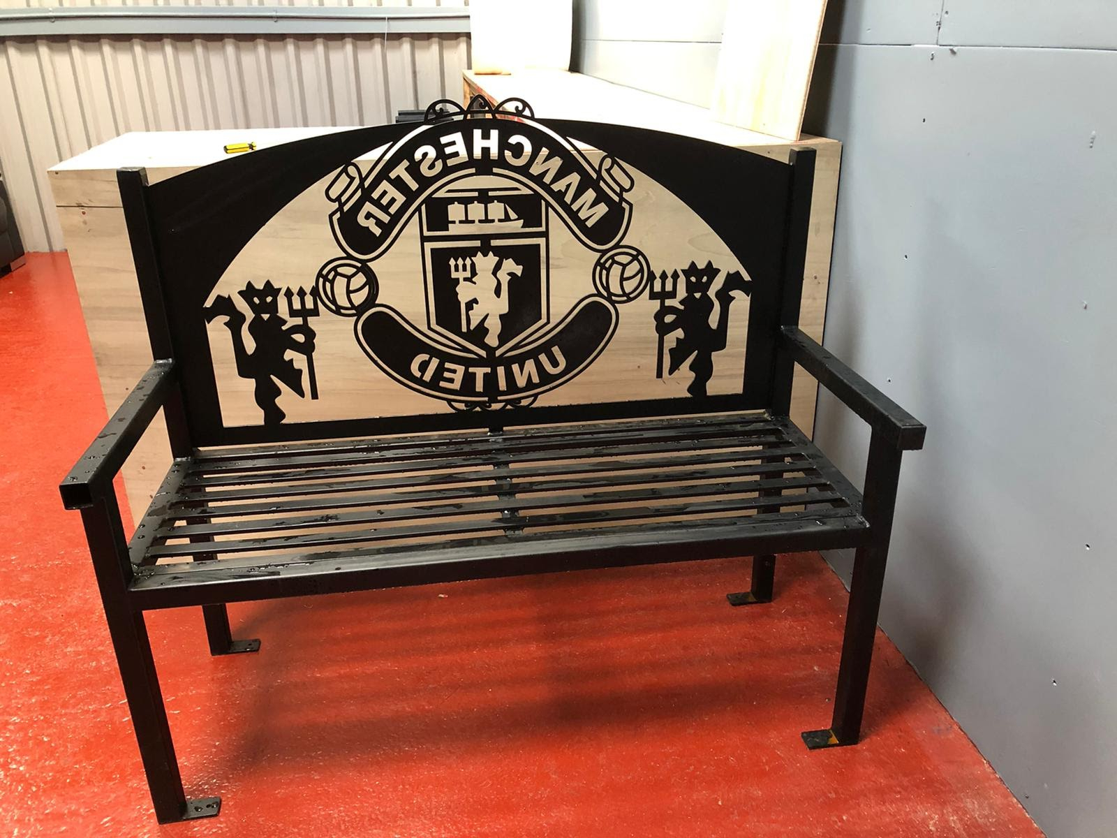 Manchester Wooden Garden Benches In Fashionable Manchester United Fc Bench Seat (View 7 of 30)