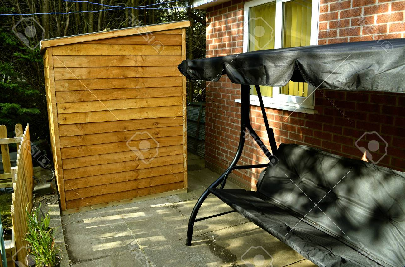 Manchester Wooden Garden Benches Pertaining To Fashionable Garden Bench And Shed In A Back Garden In Manchester (View 17 of 30)