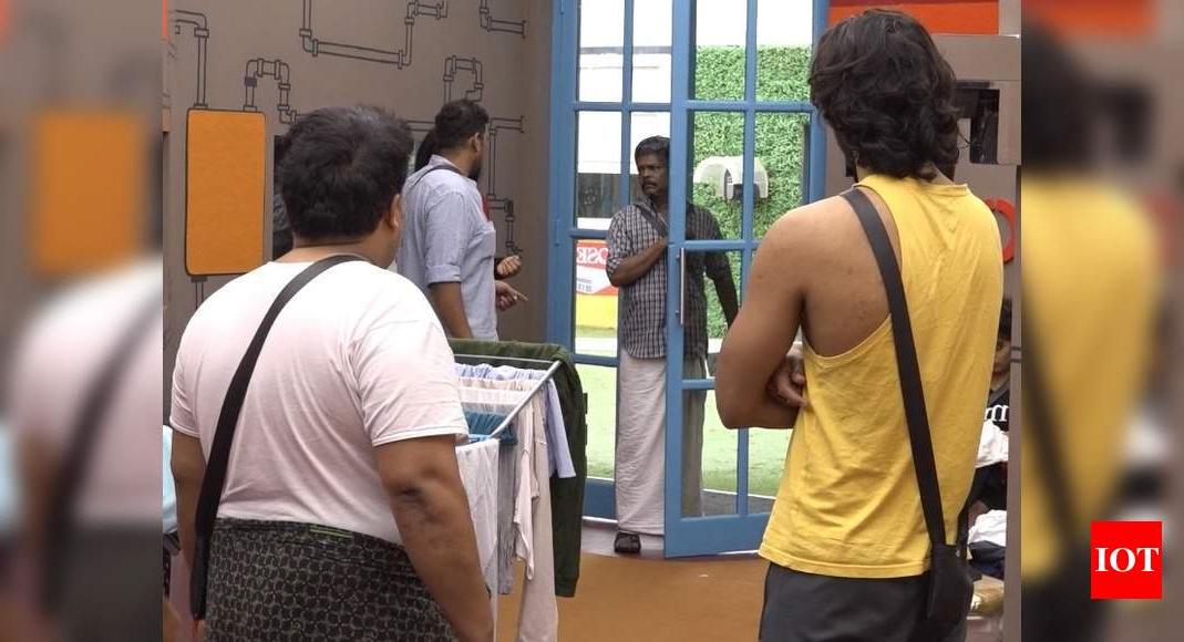 Aristo Suresh: Bigg Boss Malayalam Written Update, July 27 In Fashionable Aniruddha Slipper Chairs (View 24 of 30)