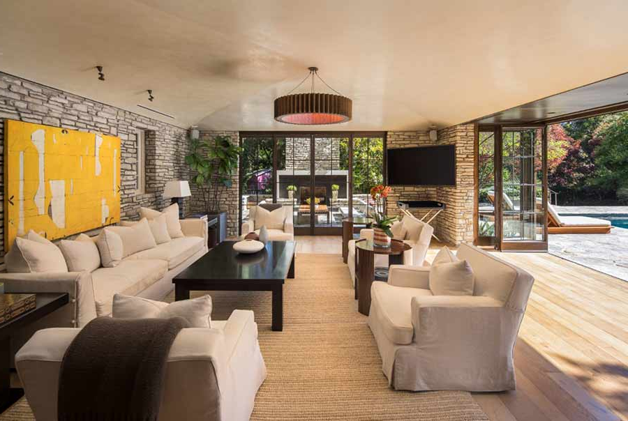 Jennifer Aniston's Incredible Living Rooms Unveiled At £ (View 23 of 30)