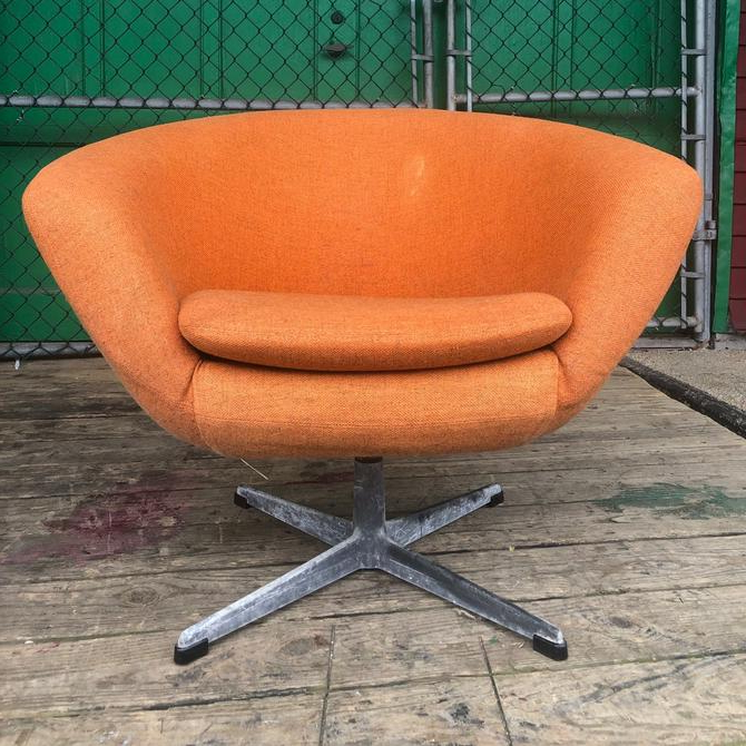 Mid Century Modern Swivel Club Chair In Orange From Asbury With Best And Newest Asbury Club Chairs (View 25 of 30)