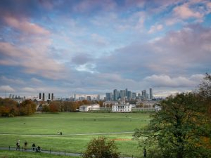 Favorite 43 Super Fun Things To Do In London For Couples – Girl Pertaining To Greenwich Corner Tv Stands (View 2 of 10)