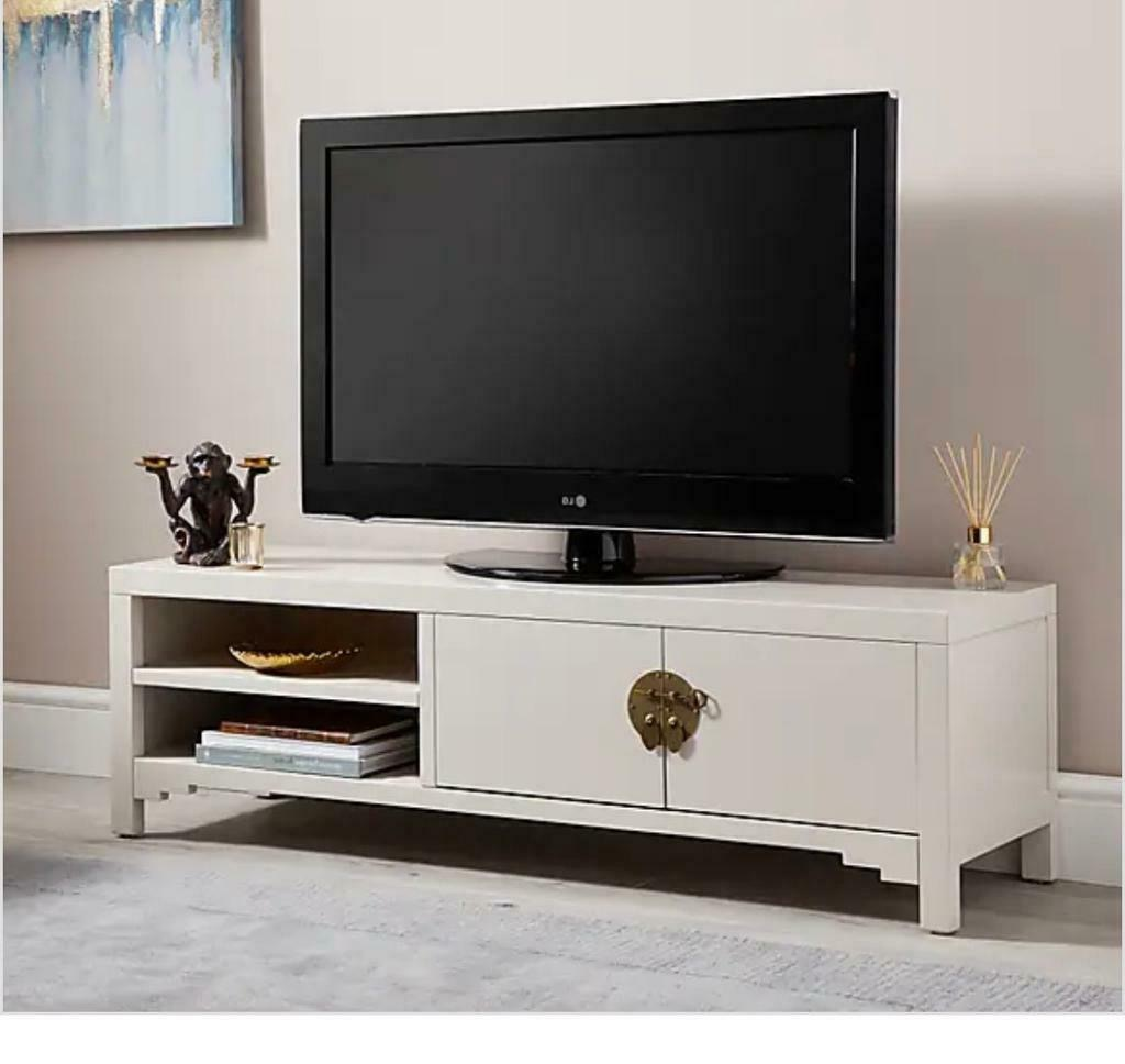 Minimalist Hanna Oyster Corner Tv Stands (View 7 of 7)